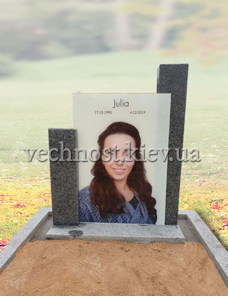 Памятник из пакоста с фото на стекле
