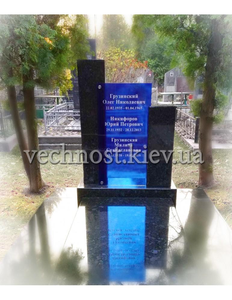 Памятник из гранита с фотостеклом голубой