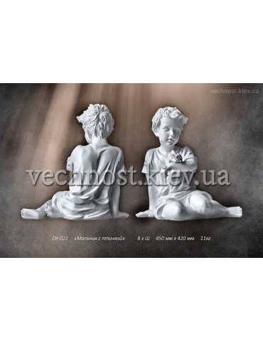 Скульптура ангела с воробушком