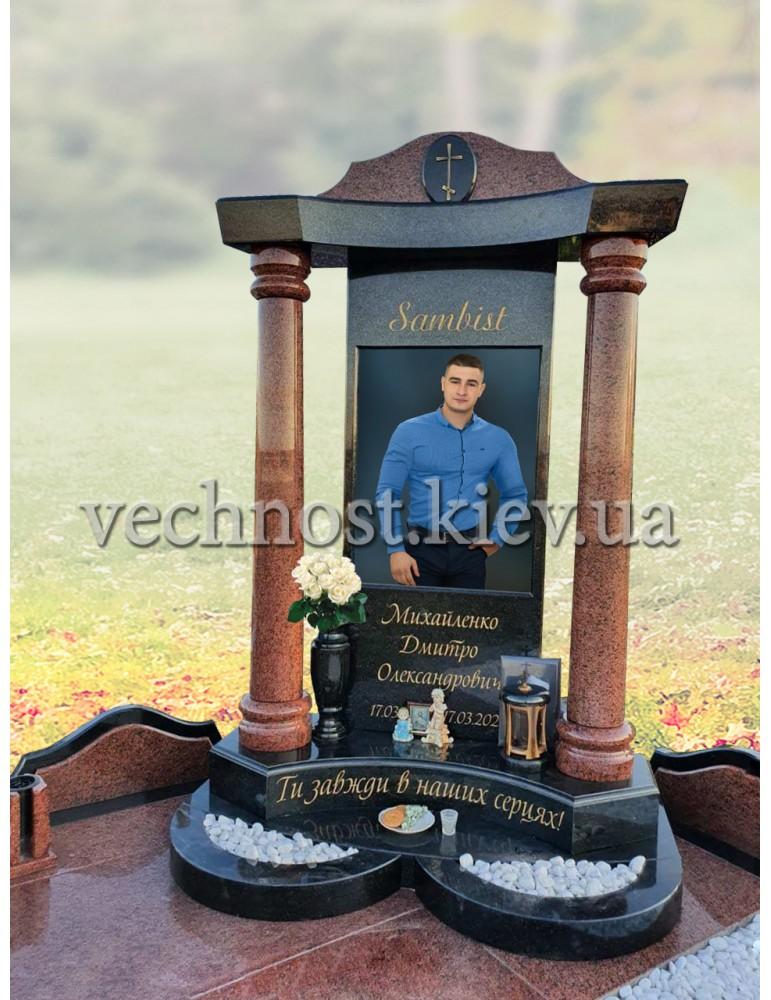Памятник парню с фотографией в стекле