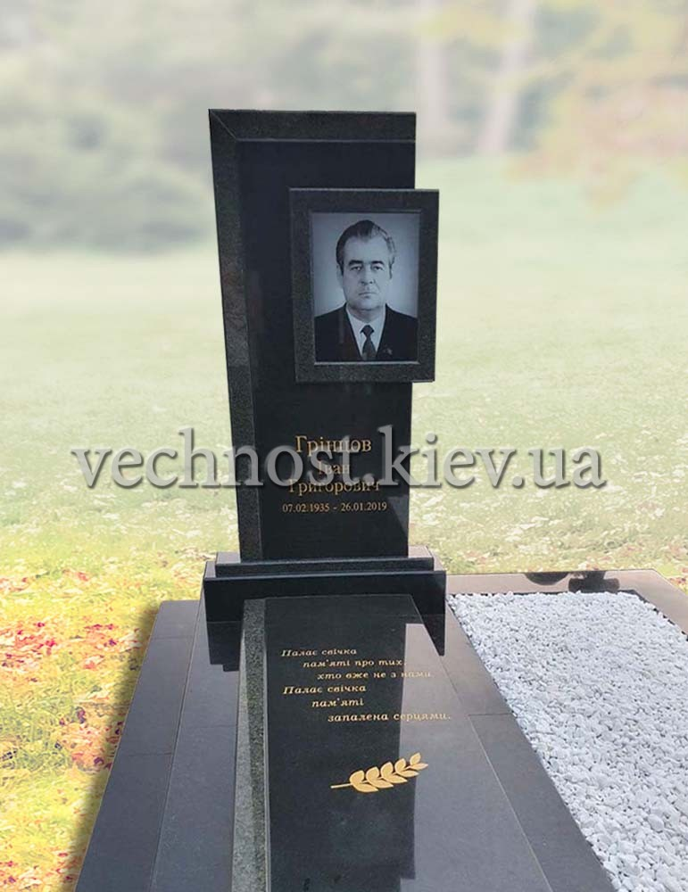 Памятник из черного гранита с фото в стекле