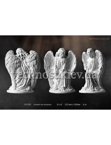 Скульптура Ангел на колене №3