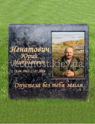 Памятник кубик с фото на стекле