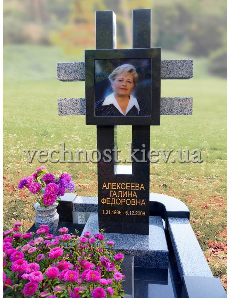 Крест из гранита с фотостеклом