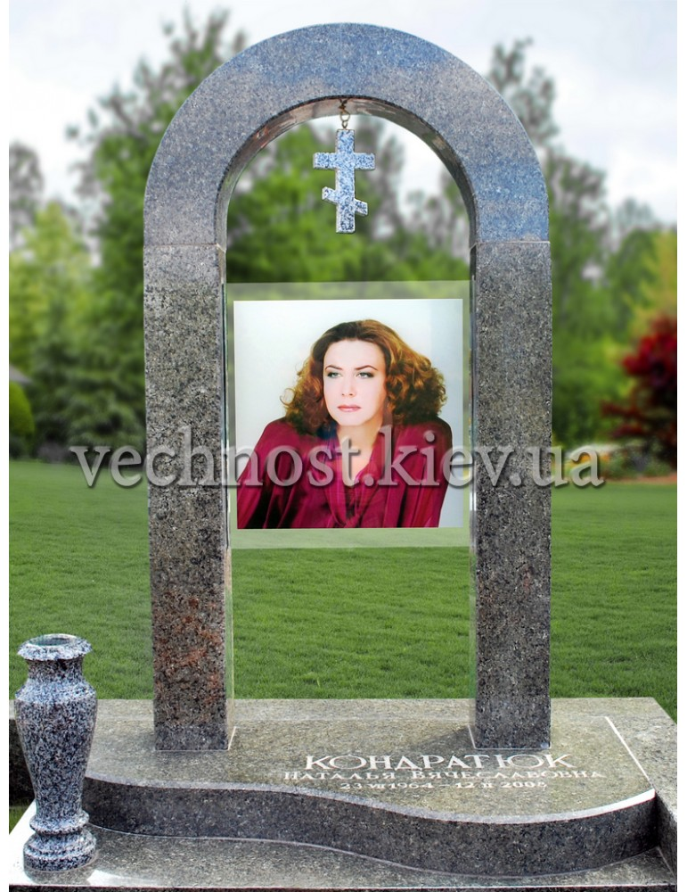 Памятник из гранита с портретом в стекле